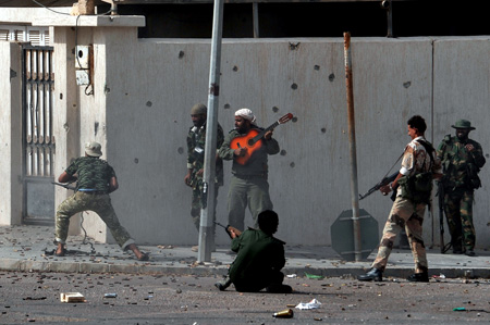 picture taken by afp photographer aris messinis wich won the aman prize for best picture of the year