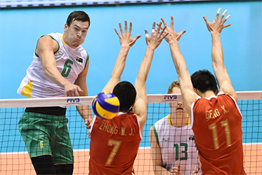 Thomas Edgar (L/#6) of Australia spikes the ball over Zhong Weijun (#7) and Geng Xin (#11) of China during the men's volleyball world final qualification for the Rio de Janeiro Olympics 2016 in Tokyo on June 4, 2016. / AFP PHOTO / TORU YAMANAKA